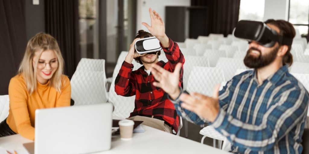 How to Use Augmented Reality (AR) and Virtual Reality (VR) in Marketing